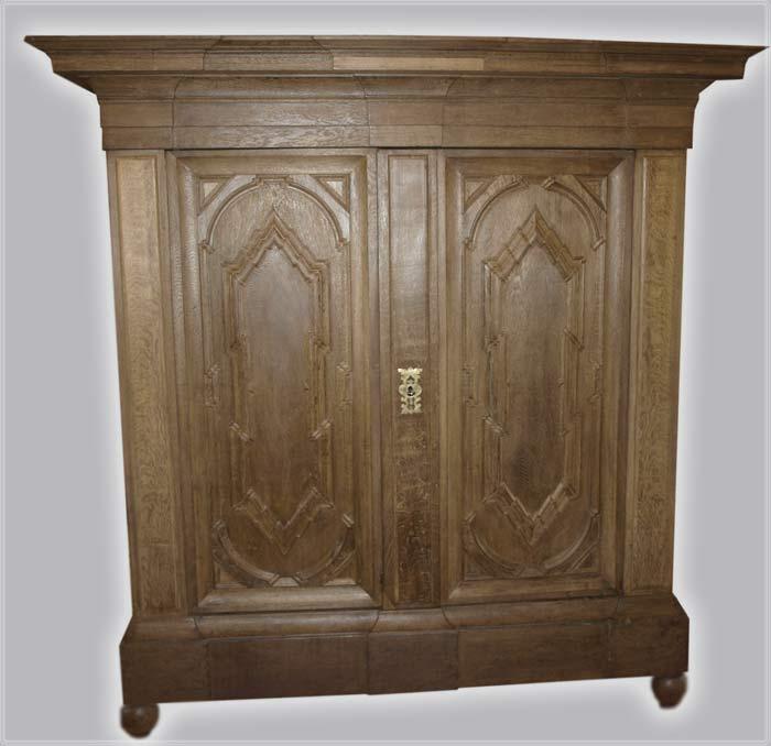 gro er eichen schrank barock 1740 wohnfertig restauriert. Black Bedroom Furniture Sets. Home Design Ideas